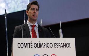 El nuevo presidente, Raúl Chapado, durante su comparecencia en el COE