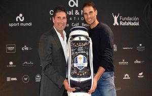 Olazábal y Nadal, con la bolsa del capitán de la Ryder Cup 2012