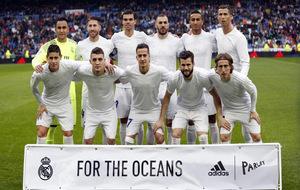 Los jugadores del Real Madrid jugaron hoy con una camiseta echa de...