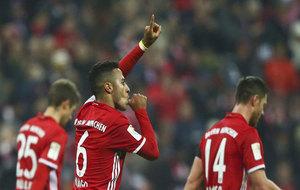 Thiago celebra su gol al Bayer.