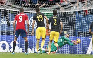 Oblak para el penalti   lanzado por Roberto Torres
