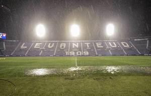 Así estaba el terreno de juego del Ciutat de Valencia a una hora del...