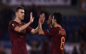 Dzeko y Perotti celebran uno de sus goles.