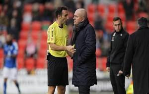 Arcediano Monescillo dialoga con Luis César durante el partido ante...