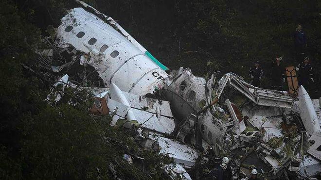 Los restos del avión siniestrado en Colombia.