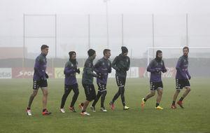 Los jugadores del Valladolid en un entrenamiento previo al choque de...