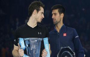 Murray y Djokovic, con el trofeo