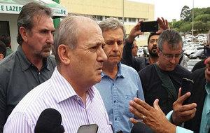 El vicepresidente del Chapecoense, Iván Tozzo, atiende a los medios...