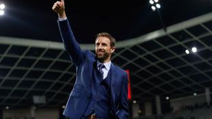 Gareth Southgate celebra la victoria en Eslovenia