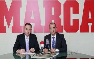 Óscar Garvin, presidente del CCT, y Juan Ignacio Gallardo, director...
