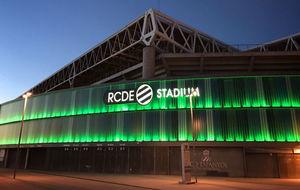 La fachada de Cornellà iluminada de verde
