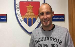 Mikel Saizar, en las oficinas del club soriano