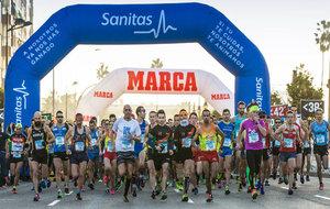 Imagen de los corredores durante la fulgurante salida de la Sanitas...