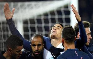 Cavani celebra su gol al Angers.
