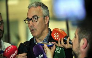 Miguel Torrecilla, atendiendo a los periodistas