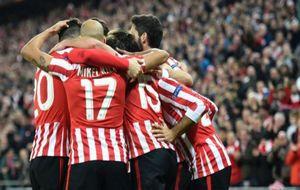 El conjunto rojiblanco celebrando un gol del partido de Europa League...