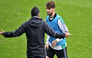 Piccini, dialogando con Alexis en un entrenamiento