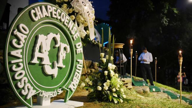 Miles de ciudadanos han rendido homenaje a los fallecidos.