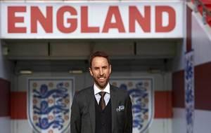 Gareth Southgate posa en Wembley como nuevo seleccionador oficial de...