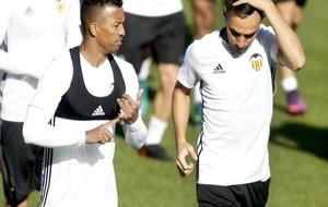 Nani y Munir durante un entrenamiento del Valencia.