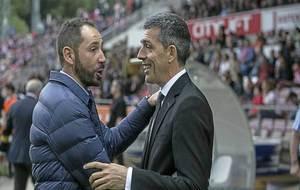 Pablo Machín y Juan Ramón López Muñiz se saludan en Montilivi...