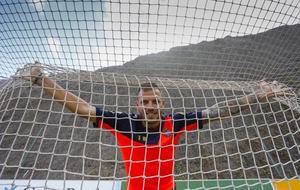 Javi Castellano posa para MARCA en Barranco Seco, donde entrena el...