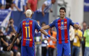 Neymar y Suárez celebran un gol