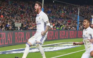 La cabeza de Sergio Ramos volvió a salvar a un Madrid que continúa...