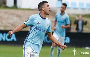 Hicham celebra uno de los tres goles anotados en el partido.