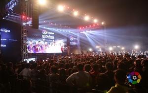 India: En Nueva Delhi se reunieron alrededor de 12.000 aficionados. En...