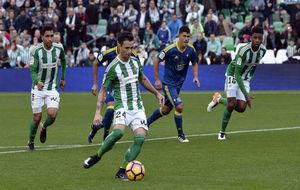 Rubén Castro, en el momento de lanzar el penalti.
