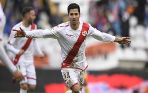 Javi Guerra celebrando el primer gol del partido contra el Alcorcón