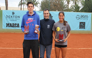 Alberto Berasategui posa junto a Pol Feixas y Jessica Bouzas.