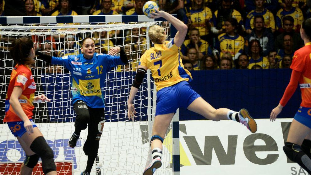 Silvia Navarro intenta detener el lanzamiento de la sueca Blohm