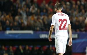 Franco Vázquez se marcha del Sevilla-Juventus tras ser expulsado.