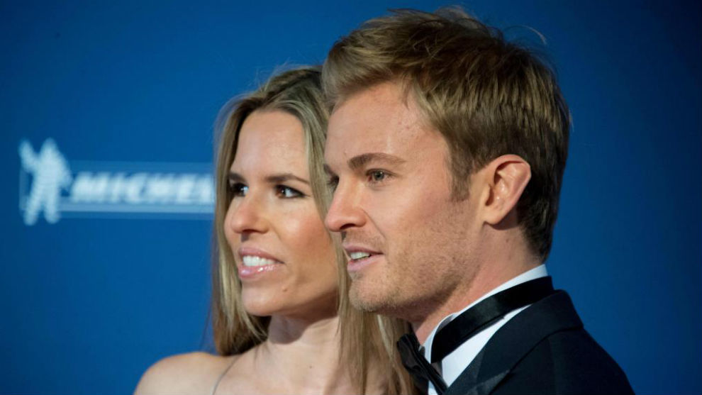 Nico Rsoberg, junto a su mujer, en la gala de la FIA