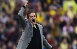 La Volpe, celebrando un gol con el América.