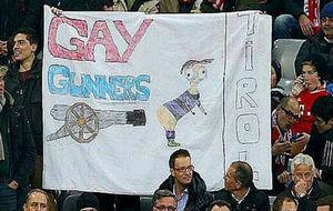 Aficionados del Bayern con la pancarta causa de la sanción.