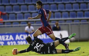 Herrera saca una mano a Borja Lázaro en el estadio Heliodoro