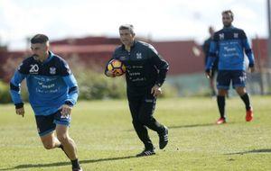 José Luis Martí dirigiendo el entrenamiento del Tenerife.