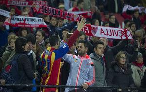 Los aficionados celebran un gol en el Sevilla-Valencia.