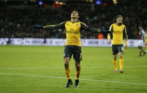 Alexis celebrando uno de sus tres goles frente al West Ham.