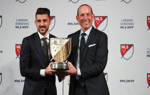 David Villa con el premio de MVP de la MLS.