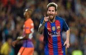Messi celebra un gol ante el City.