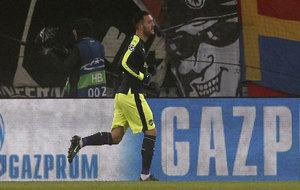 Lucas Pérez celebra uno de sus goles al Basilea.