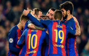 Los jugadores de Barcelona celebran uno de los goles de esta noche.