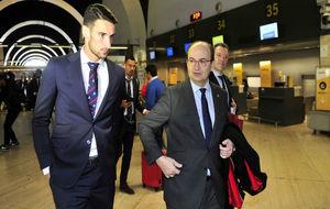 Rico y Castro caminan juntos en el aeropuerto de San Pablo.