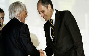 Bernie Ecclestone y Francisco Camps, durante una presentación en...