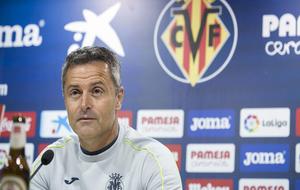 El entrenador del Villarreal en una rueda de prensa después de un...