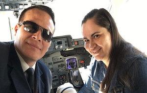 El piloto de LaMia, Miguel Quiroga, junto a su esposa, Daniela Pinto.
